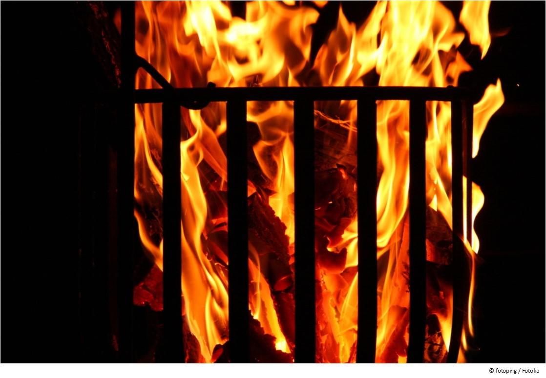 Feuerkorb anzünden - so geht's richtig