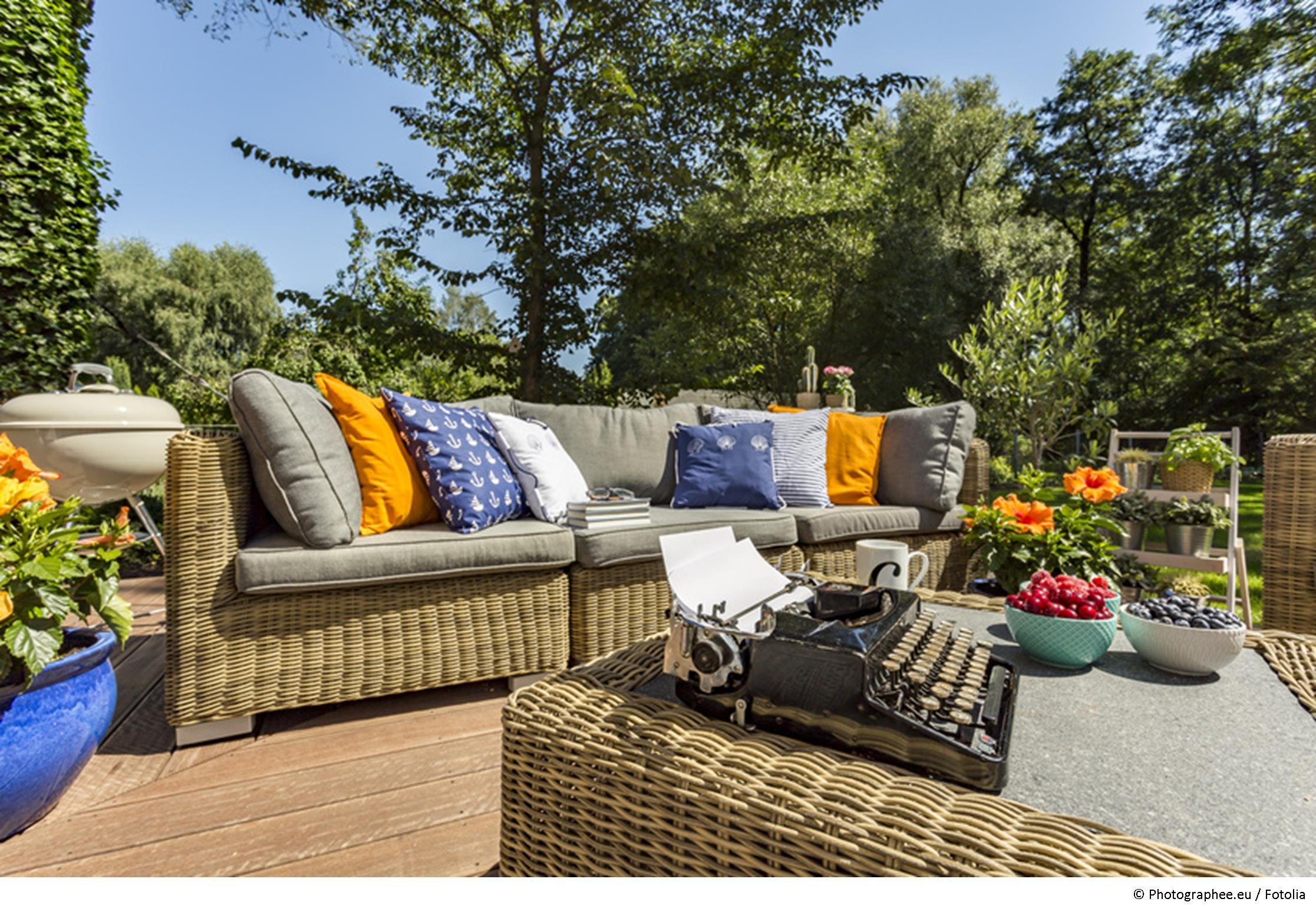 sitzecken im garten machen sie es sich im gr nen gem tlich. Black Bedroom Furniture Sets. Home Design Ideas